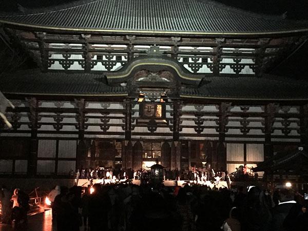 東大寺初詣の大仏様のご開帳